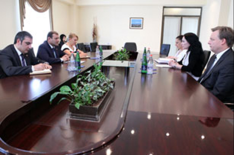 Yerevan mayor, HSBC Armenia CEO discuss cooperation issues