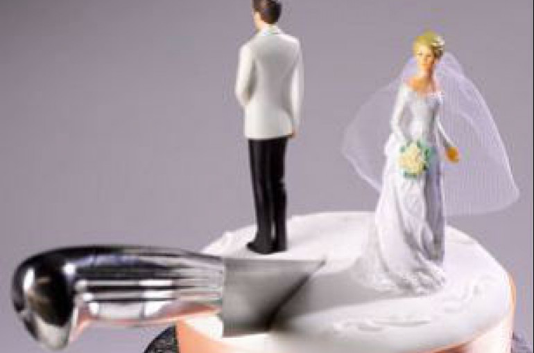 Newlywed Husband Divorces Wife After Seeing Naked Photos Armenian