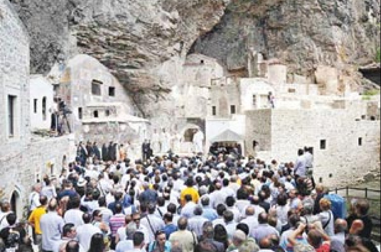 After 88 years Orthodox Christians hold mass at monastery in Turkey