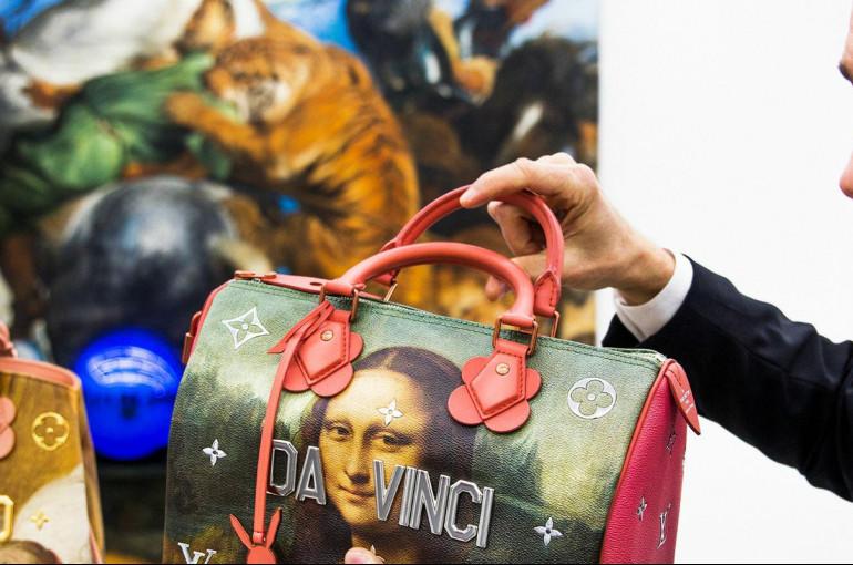 2052ce285a7b Louis Vuitton выпустил сумки со знаменитыми картинами - Новости ...