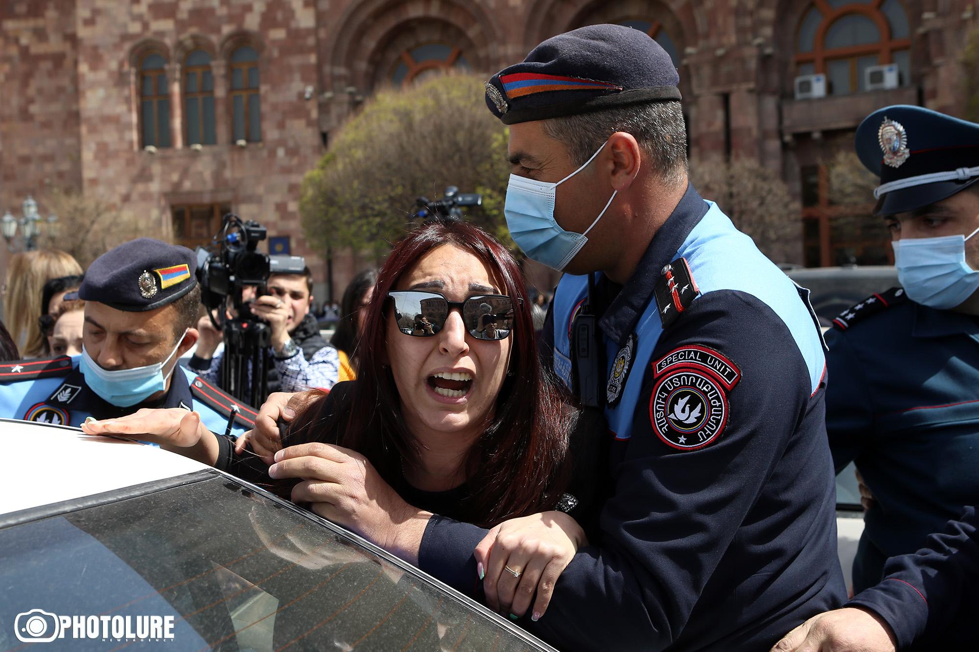 Կառավարության շենքի մոտ ակցիա իրականացնող 15 անձ է բերման ենթարկվել - Լուրեր Հայաստանից - Թերթ.am