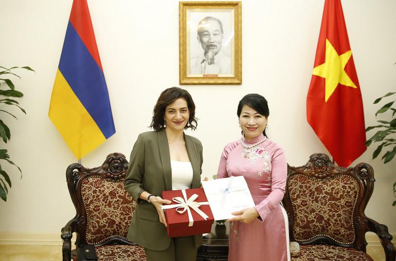 Ձեզ հրավիրում եմ Հայաստան, վստահ եմ՝ Դուք էլ կսիրեք մեր երկիրը. Աննա Հակոբյանը՝ Վիետնամի վարչապետի տիկնոջը
