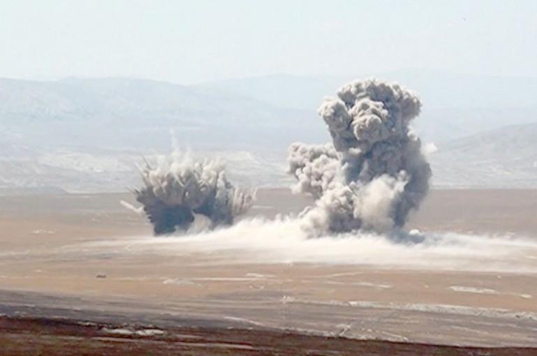 Տեսանյութ.  Ադրբեջանի օդուժի Սու-25 գրոհիչ ինքնաթիռների օդային հարվածները պայմանական հակառակորդի ցամաքային թիրախներին