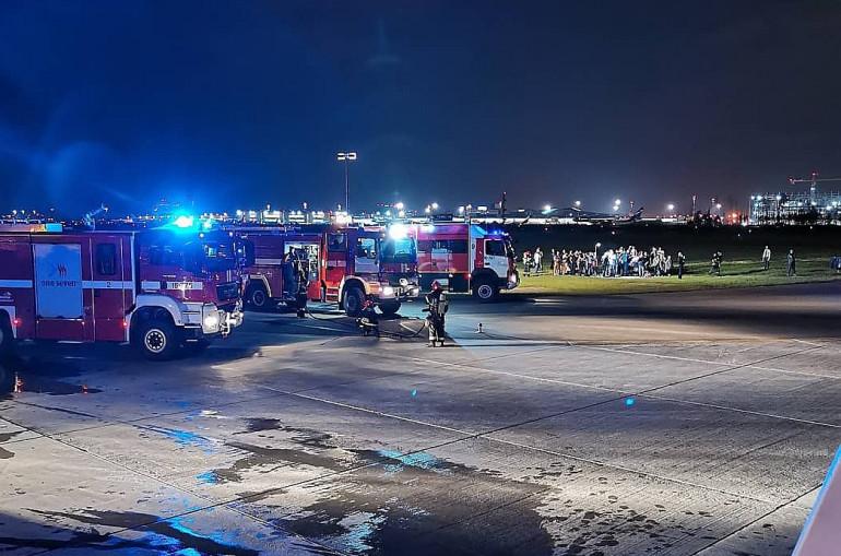 Տեսանյութ..Մոսկվա-Երևան ինքնաթիռը «Շերեմետևո» օդանավակայանում դադարեցրել է թռիչքը, ուղևորները վթարային ելքերով տարհանվել են, կան տուժածներ
