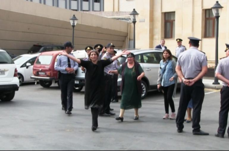 Ադրբեջանում հօգուտ Հայաստանի լրտեսության համար մեղադրվող և բանտերում տանջամահ արված անձանց հարազատները բողոքի ակցիա են անցկացրել