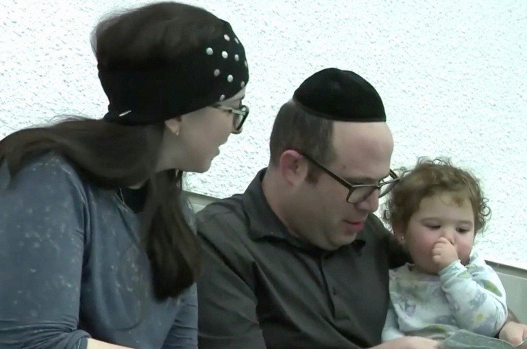 Տեսանյութ. Հրեա ուղղափառ ընտանիքին դուրս են հանել ինքնաթիռից` նրանց վրայից եկող վատ հոտի պատճառով