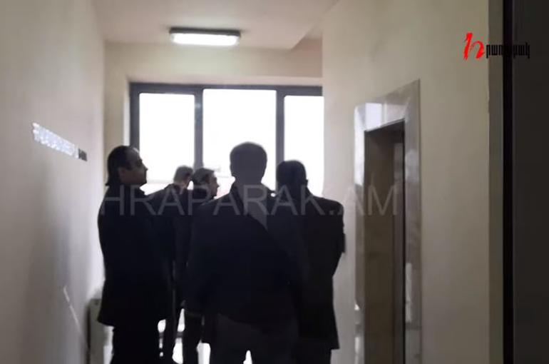 Տեսանյութ. Անհայտ անձինք աշխատասենյակից բերման են ենթարկել Քաղշինկոմիտեի նախագահ Վահագն Վերմիշյանին