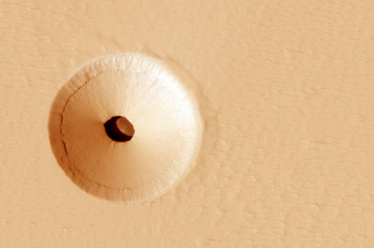 Image result for मंगल ग्रह पर दिखाई दिया रहस्यमयी छेद, NASA ने शेयर की तस्वीर, विज्ञानिक बोले- हो सकता है जीवन