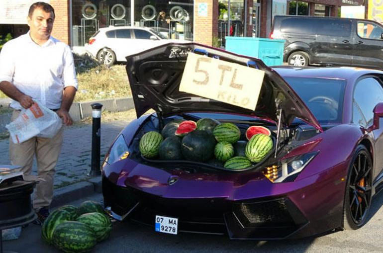 Թուրքիայում աշխարհի ամենաթանկարժեք մեքենայի՝ Lamborghini Aventador-ի շնորհիվ,  ձմերուկի  գնորդների մեծ հերթ է գոյացել. ֆոտո