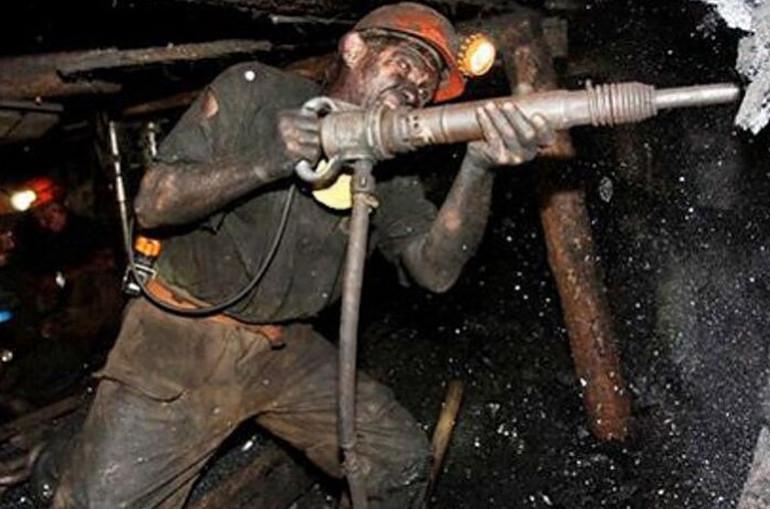 Բելառուսում հանքափորը գետնի տակ ինքն իրեն կապել է ձեռնաշղթաներով՝ պահանջելով Լուկաշենկոյի հրաժարականը