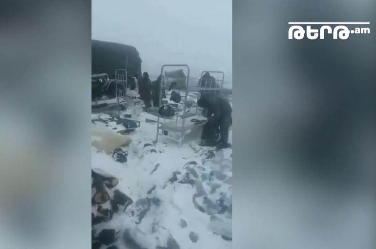 Տեսանյութ.Լիսագոր գյուղի տարածքում հերթապահող զինծառայողների վրանները քամին քշել է, սառմանիքին մնացել են դրսում․ զինծառայողի մայր