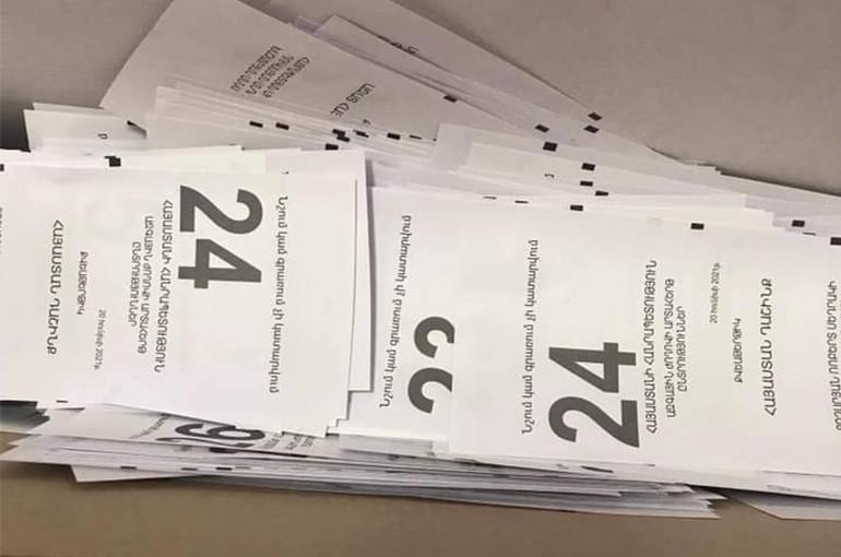 «Հայաստան» դաշինքի քվեաթերթիկների լուսանկարը՝«Մերժվածները» վերտառությամբ