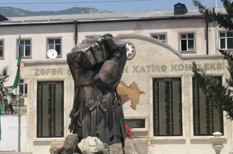 Հադրութում «Երկաթե բռունցք»հուշարձանն է տեղադրվել՝շրջապատված զինվորների ու անօդաչու սարքերի քանդակներով