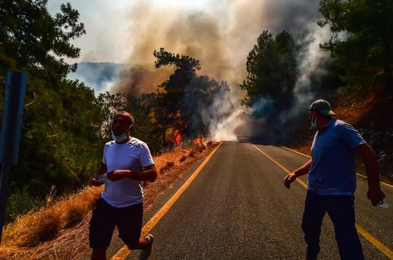 Թուրքիայում անտառային հրդեհները չեն մարում. BBC-ն տեսանյութ է հրապարակել` ինչպես են զբոսաշրջիկները փախչում ափամերձ հանգստավայրերից