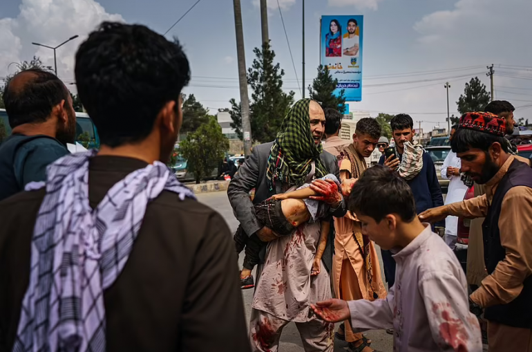 Թալիբները կրակում են փախչողների վրա,կասկածյալ «գողերին» դուրս են հանում իրենց տներից և հրացանի սպառնալիքի տակ քաշ տալիս փողոցով