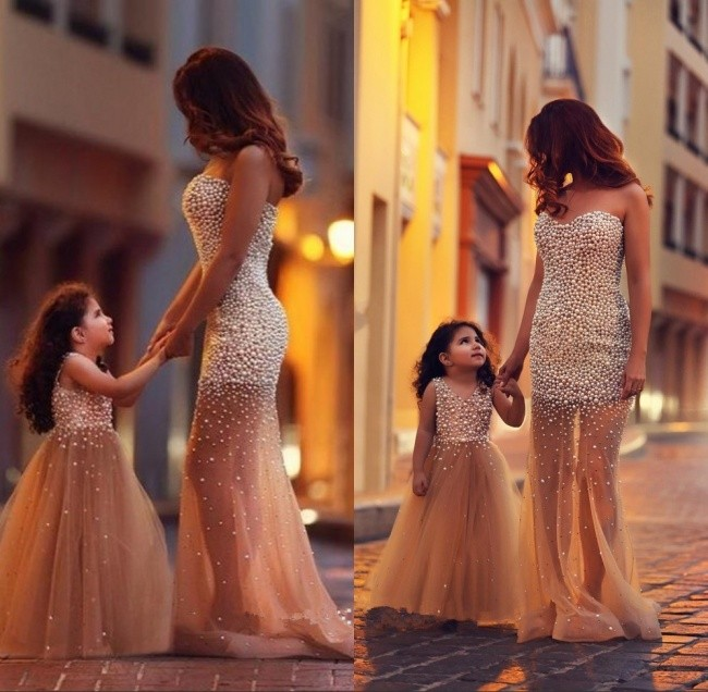 Одинаковые платья для мамы и дочки на свадьбу