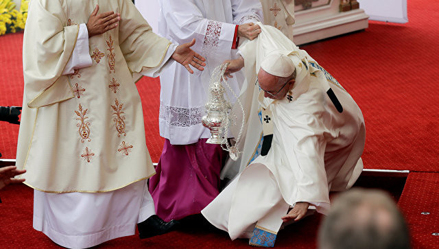 Ֆրանցիսկոս պապը չի տուժել Լեհաստանում տեղի ունեցած պատարագի ժամանակ ընկելու հետևանքով