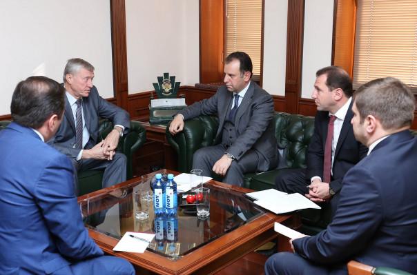 ՀՀ պաշտպանության նախարարը հանդիպել է ՀԱՊԿ գլխավոր քարտուղարի հետ