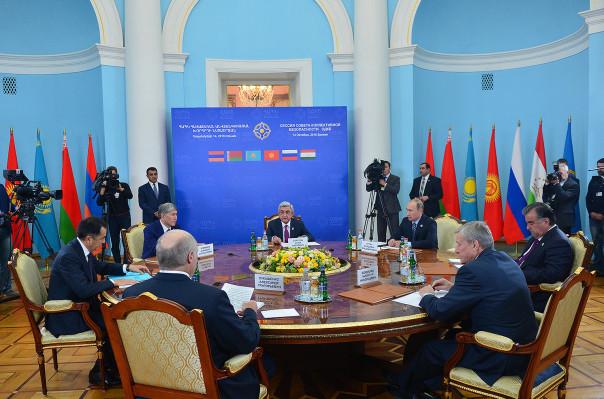 Лукашенко: Нужно вынудить НАТО признать ОДКБ