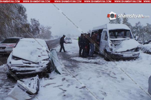 Микроавтобус состудентами попал вДТП назаснеженной трассе, погибла девушка