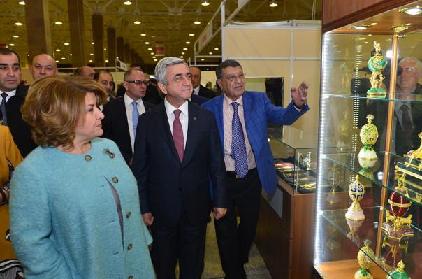 ВЕреване открылись торговый центр иювелирная выставка