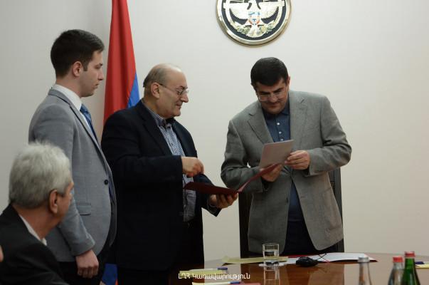Արցախի վարչապետն ընդունել է ԵՊՀ և Մատենադարանի մի խումբ անվանի գիտնականների