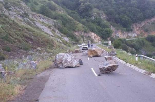 Գորիս - Կապան ավտոճանապարհը մաքրվել է քարաբեկորներից