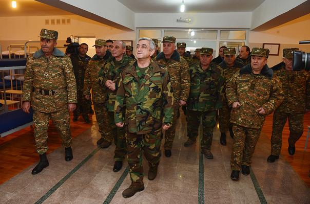Սերժ Սարգսյանն այցելել է է Արցախի հարավային և հարավ-արևելյան մի շարք զորամասեր