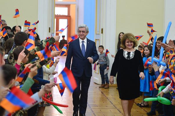 Սերժ Սարգսյանն ու առաջին տիկինը գալիք տոների առթիվ հյուրընկալել են բազմաթիվ երեխաների