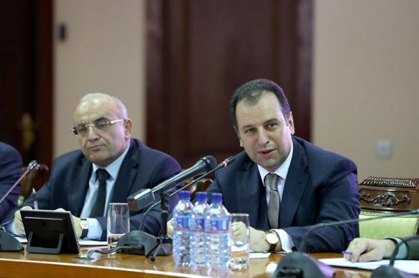 Պաշտպանության նախարար Վիգեն Սարգսյանը հանդիպել է կամավորական ջոկատների հրամանատարների հետ