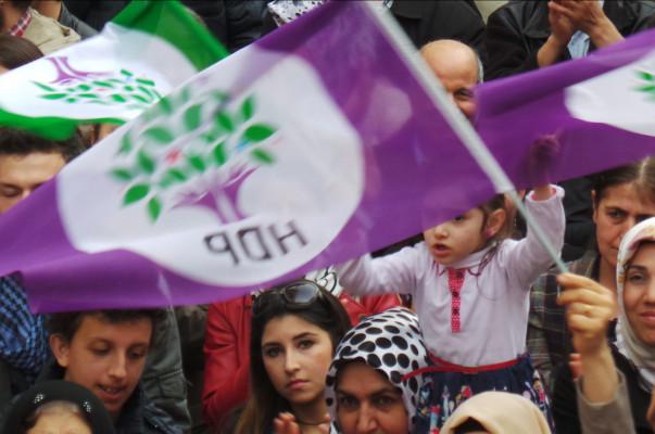 Թուրքիայի քրդամետ ուժերը զանգվածային ընդվզման կոչ են արել երկրում նախագահական համակարգի անցնելու առաջարկի դեմ