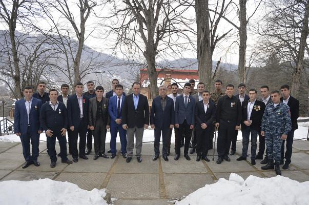 Սերժ Սարգսյանն այսօր հանդիպել է ծառայության ընթացքում խիզախությամբ աչքի ընկած զինծառայողների հետ