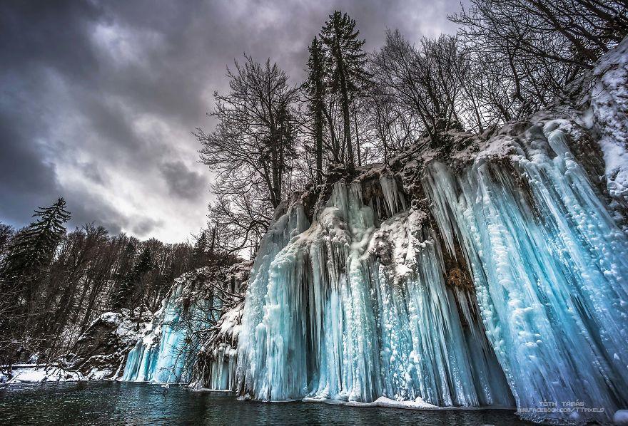 Հանրահայտ Պլիտվիցկյան լճերի առինքնող գեղեցկությունը՝ ձմռան ա....