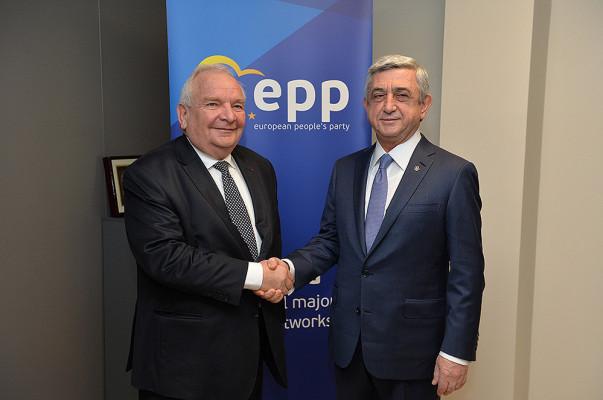 Президент Армении Серж Саргсян встретился спредседателем Европейской народной партии Жозефом Долом