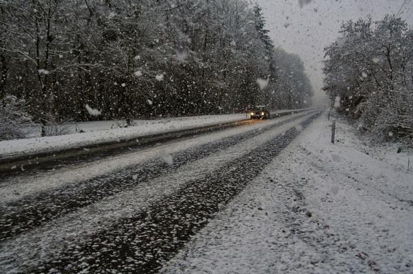 Минтранс Армении предупреждает о снеге, метели и гололеде на дорогах республики