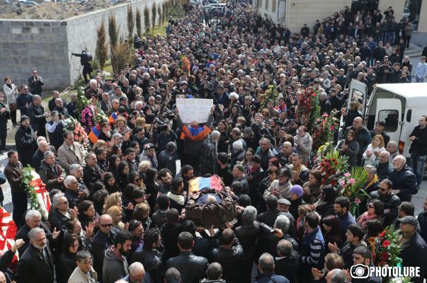 В Армении прощаются с «Хлеб приносящим» Артуром Саркисяном