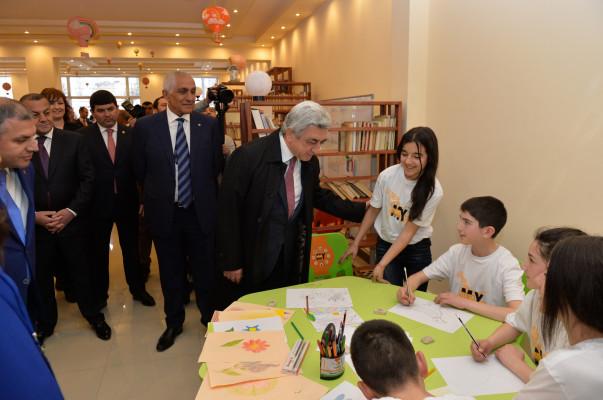 Саргсян открыл молодежный центр вгороде Масис