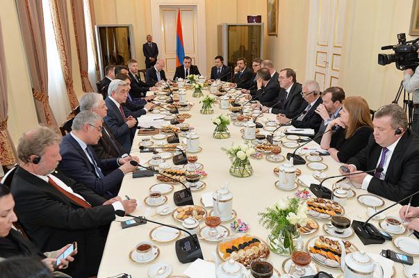 Президент Армении за чайным столом провел встречу с послами стран-членов ОБСЕ