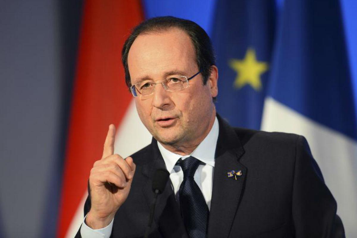 Олланд назвал нападение на полицейских в Париже терактом