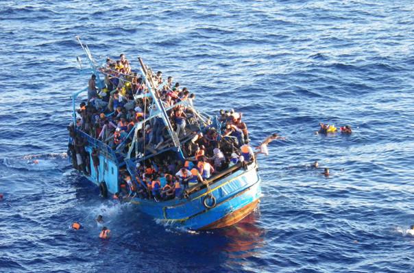 Не менее 80 мигрантов погибли в Средиземноморье