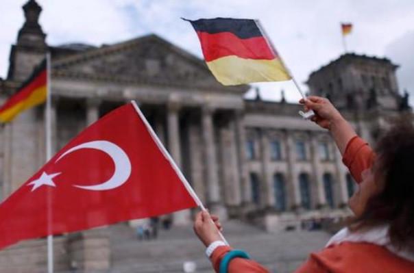 В ФРГ начали выдавать статус беженцев турецким военным