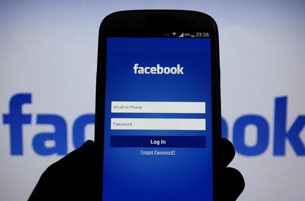 Суд обязал Facebook удалить оскорбительные посты