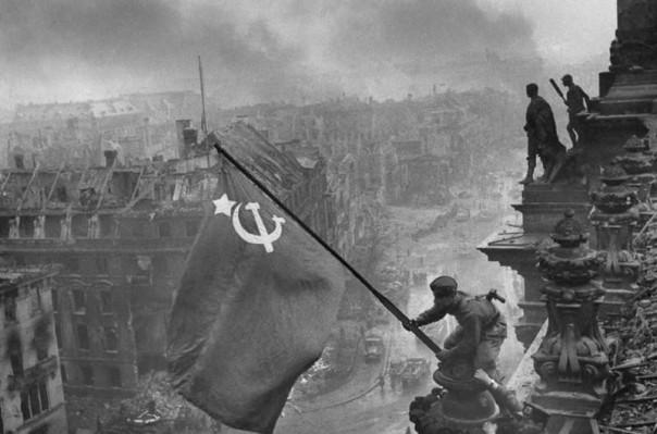 Знаменитые снимки Великой Отечественной войны в фоторяде Big Picture