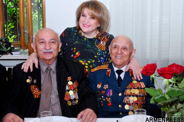 Первая леди Армении по случаю дня Победы посетила союз Ветеранов