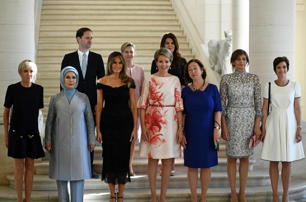Ոճային Մելանյա Թրամփն իր տեսքով «խամրեցրել» է ՆԱՏՕ-ի անդամ պետությունների ղեկավարների կանանց (լուսանկարներ)