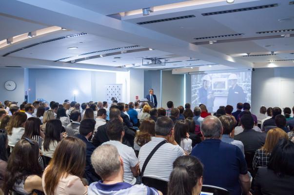 Միացեք բիզնեսի թվային աշխարհին. ԱԿԲԱ-ԿՐԵԴԻՏ ԱԳՐԻԿՈԼ բանկ