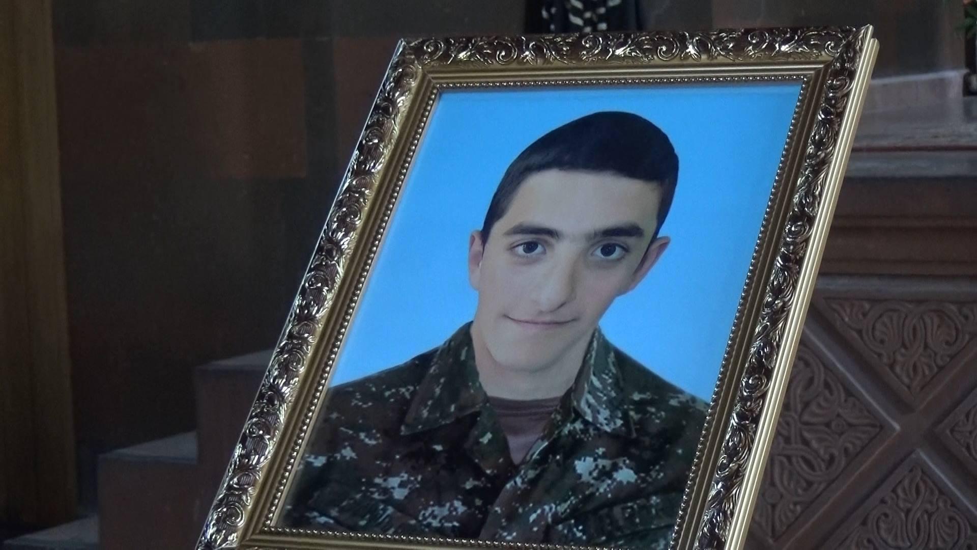 Во время апрельской войны он также мужественно выполнил поставленную перед ним боевую задачу - своенными почестямипохоронили погибшего в Арцахе Нарека Гаспаряна
