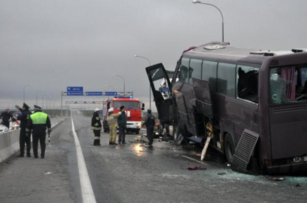 ВГрузии перевернулся автобус, следовавший из столицы вЕреван