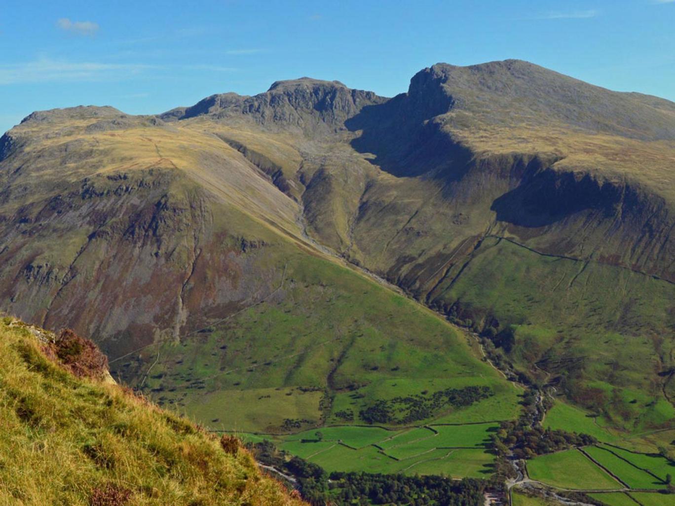 Զբոսաշրջիկների խումբը մնացել է Անգլիայի ամենաբարձր լեռան վրա....