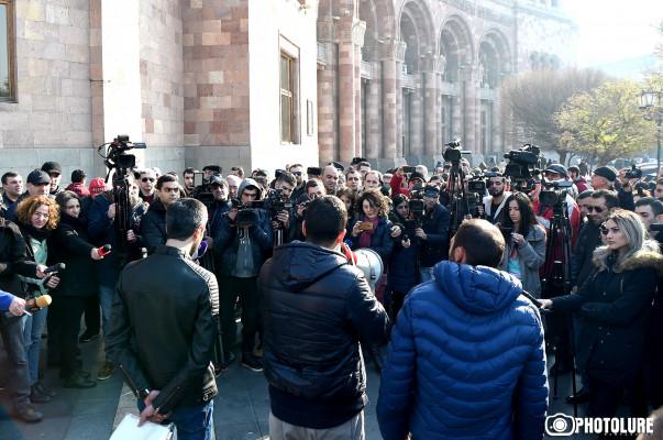 armenia protest ile ilgili görsel sonucu